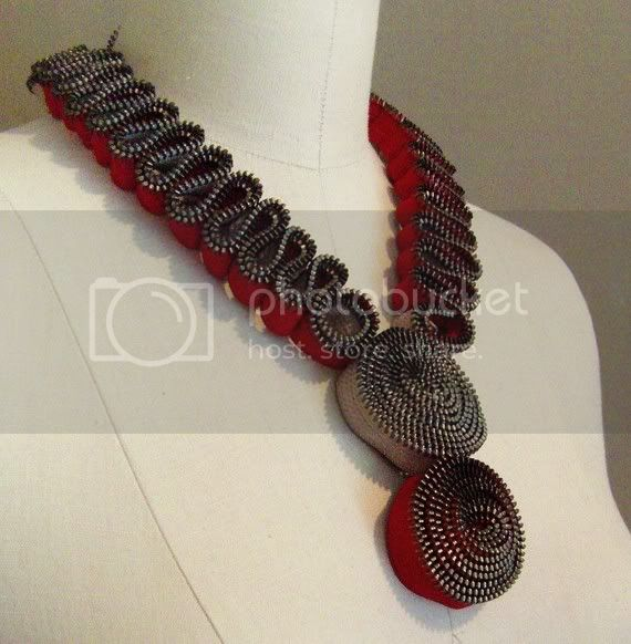 SINUOUS CONTOUR Zipper Necklace